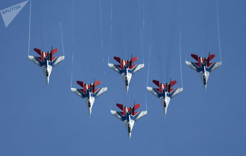 Vystoupení letecké akrobatické skupiny Striži na zahájení 5. Mezinárodního vojensko-technického fóra Army 2019.
