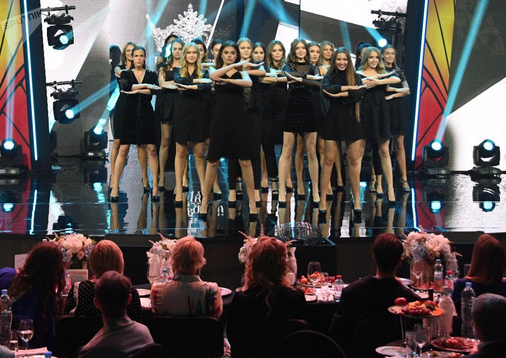 Účastnice finále 25. ročníku soutěže Krása Ruska.