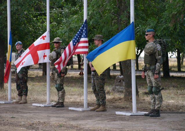 Vojáci během zahájení cvičení Sea Breeze 2019 v Oděse