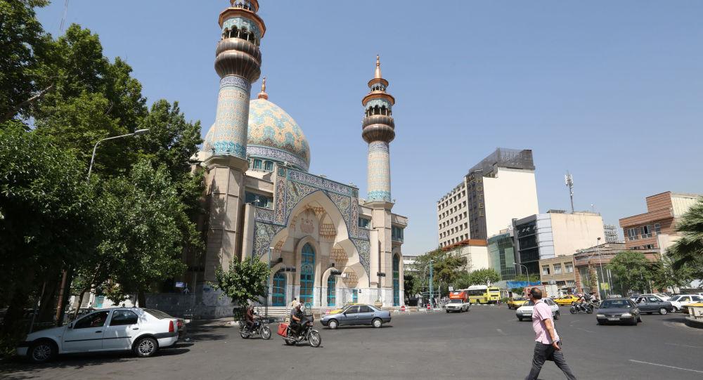 Pohled na mešitu v Teheránu