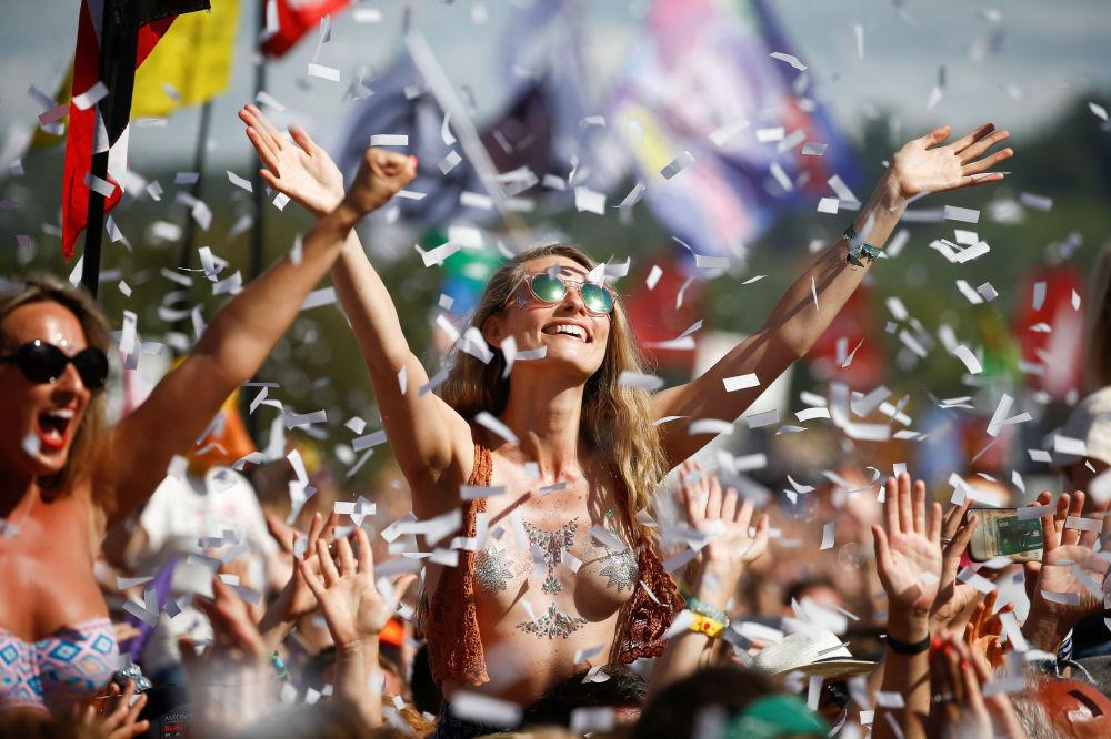 Diváci na festivalu Glastonbury, Velká Británie