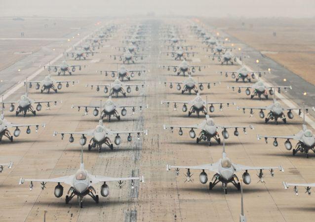 Americký stíhačí letoun F-16