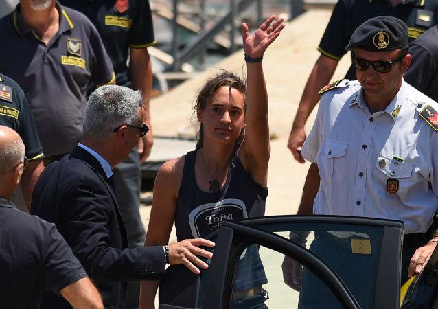 Kapitánka záchranné lodi Sea Watch Carola Racketeová