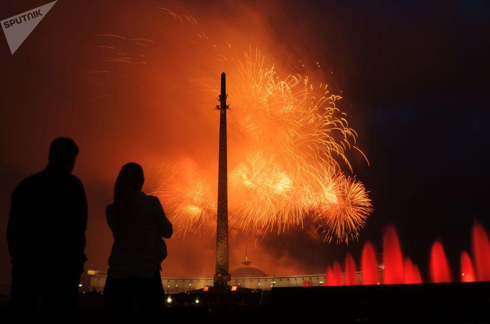 Zatmění slunce, setkání Trumpa a Kim Čong-una, ohňostroj, erupce sopky v Itálii a další důležité události minulého týdne