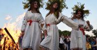 Dívky během svátku Ivana Kupaly na Ukrajině
