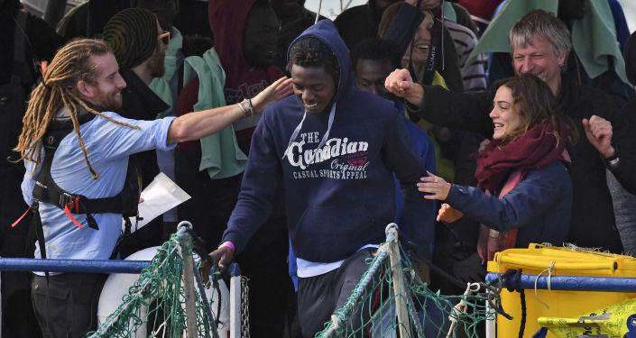 Migranti na palubě lodě Sea-Watch 3
