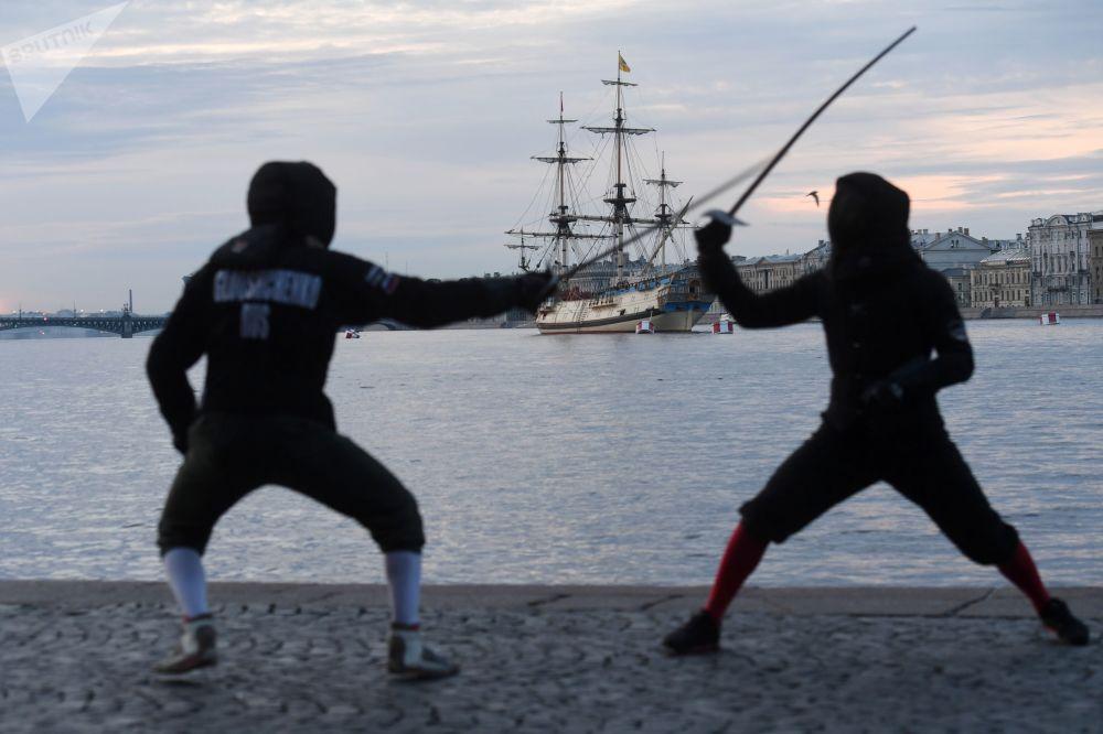 Fregata Poltava na novém místě na Nevě