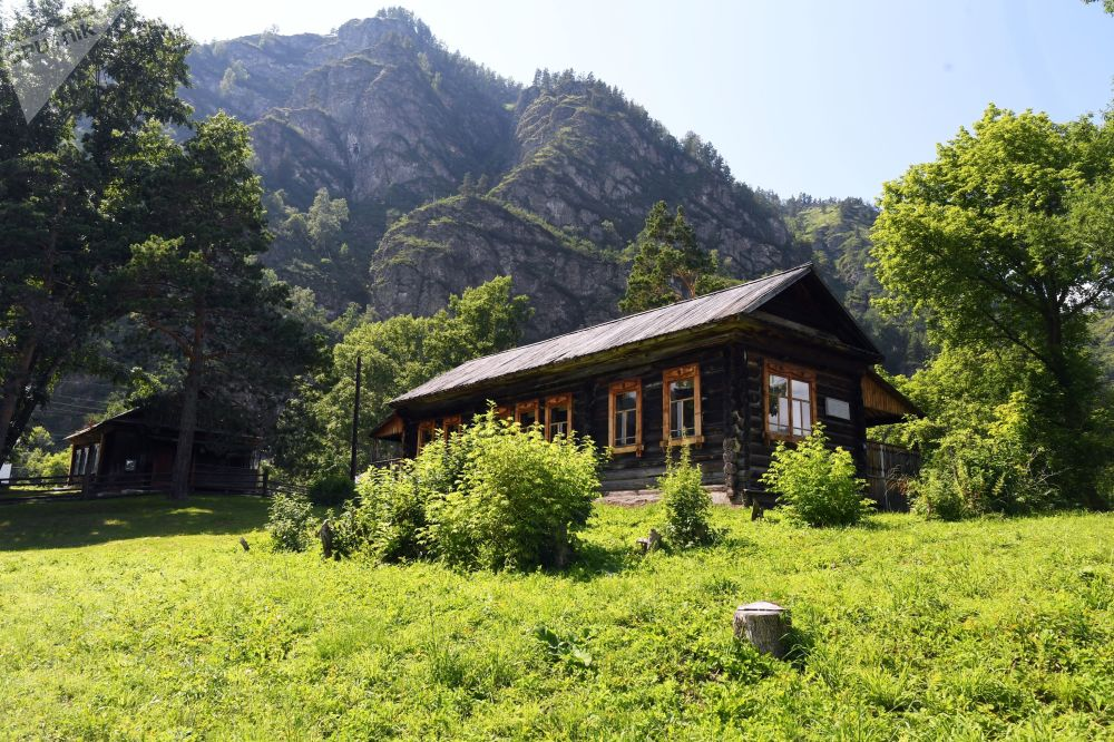 Muzeum a chráněná rezervace G.I. Čoros-Gurkiná. Vesnice Anós  v Čemalské oblasti Altajské republiky, Rusko