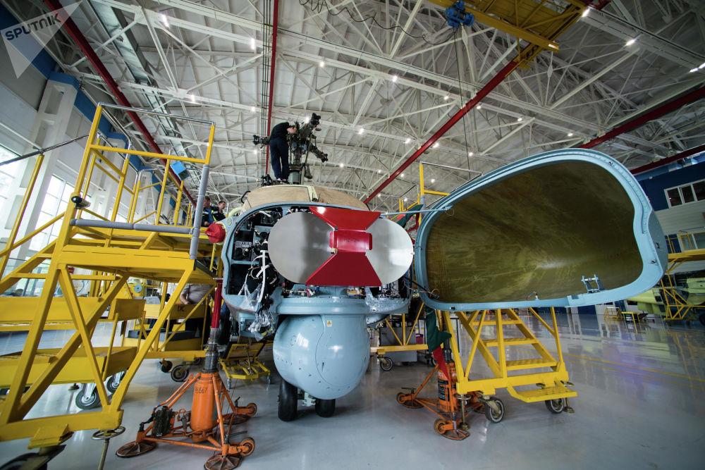 Anténa radiolokátoru vrtulníku Ka-52 Alligator