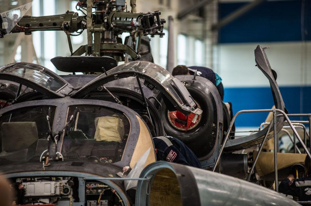 Montáž vrtulníku Ka-52 Alligator na závodě Progress