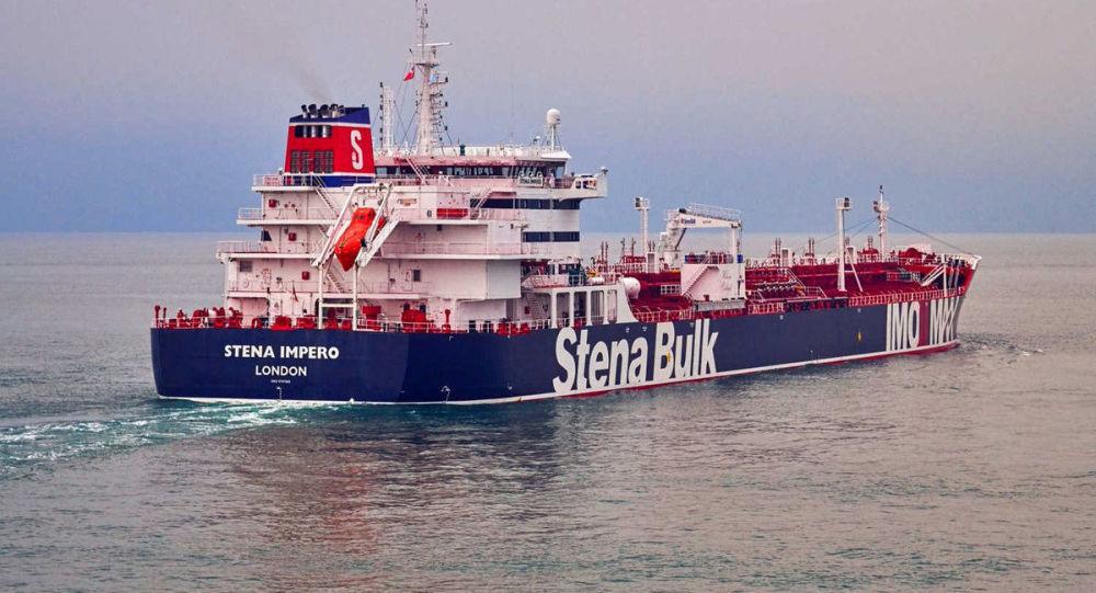 Tanker Stena Impero plující pod britskou vlajkou.
