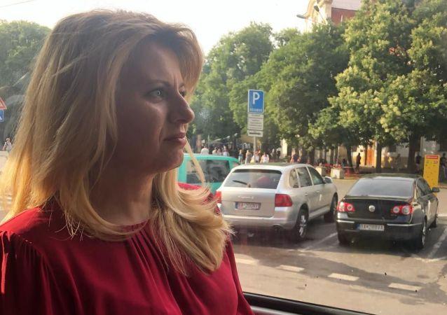 Prezidentka Slovenské republiky Zuzana Čaputová vyrazila tramvají na divadelní představení o homosexuálech