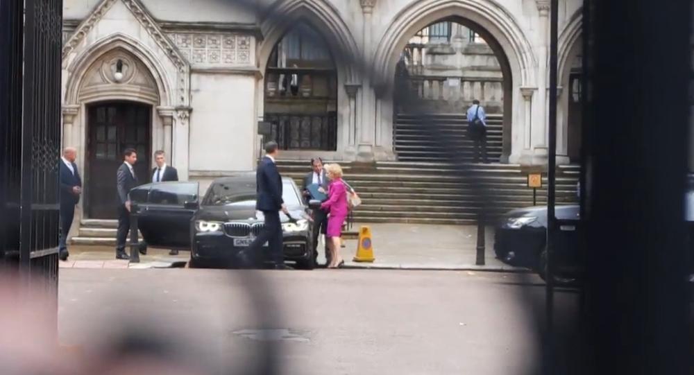 """Video: Manželka dubajského vládce utekla do UK a žádá o """"příkaz k nucené ochrany manželství"""" u londýnského soudu"""
