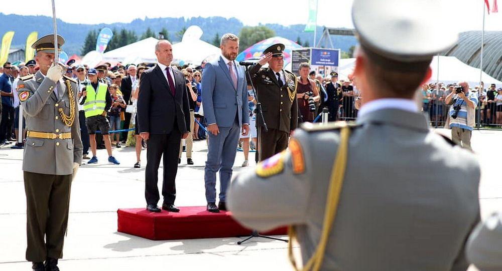Ministr obrany SR Peter Gajdoš a předseda vlády Slovenska Peter Pellegrini na tradičním leteckém show na Sliači