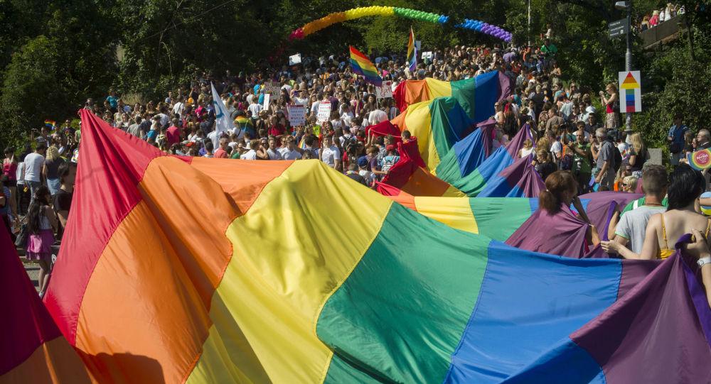Pochod hrdosti gayů, leseb, bisexuálů i translidí (LGBT) Prague Pride. Ilustrační foto