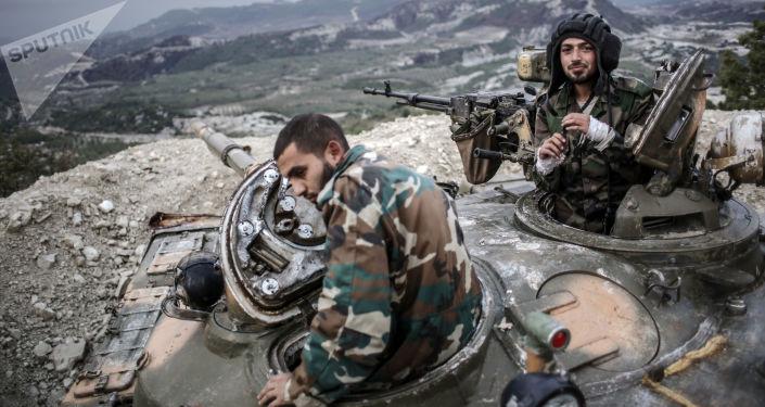 Tankisté vládních syrských vojsk v provincii Latákie