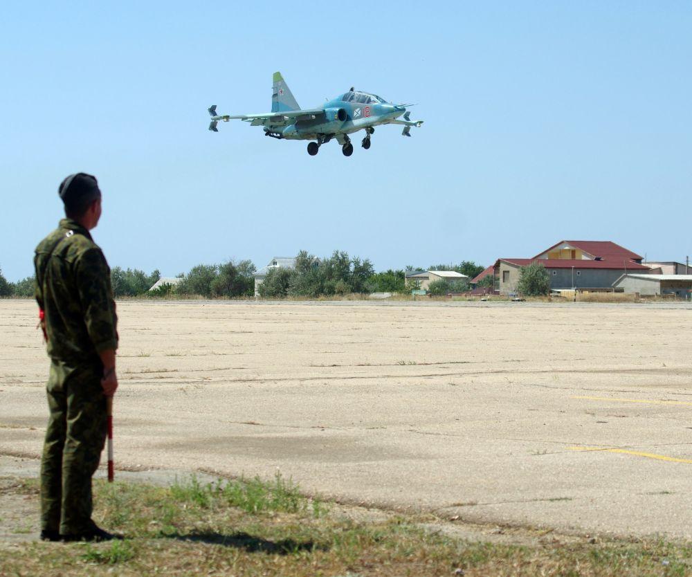 Tréninkové lety stíhaček na Krymu