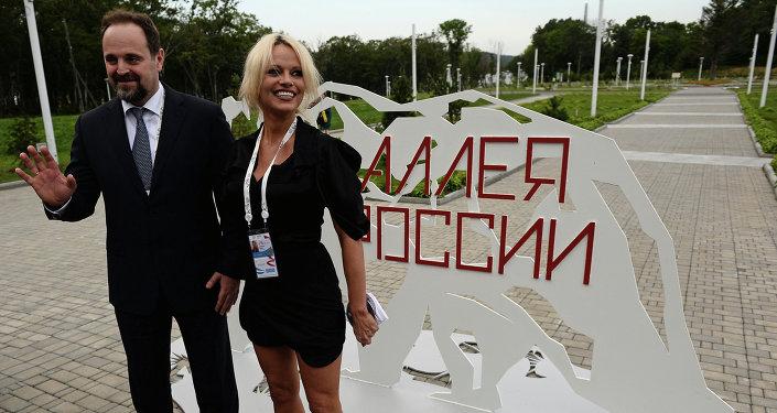 Sergej Donskoj a Pamela Andersonová