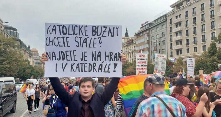 """Reakce na Prague Pride 019: """"Katolické buzny chcete stále? Jsou na Hradě i v katedrále"""""""