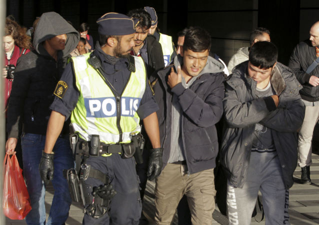 Ondráček o válce migrantských gangů ve Švédsku: Takto prý probíhá kulturní obohacení