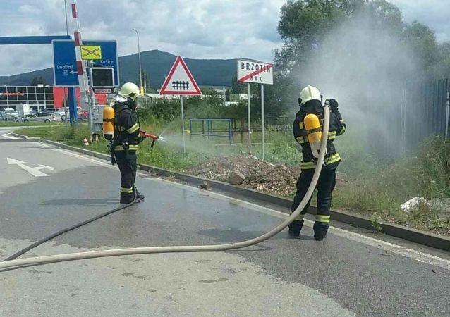Zásah slovenský hasičů při úniku plynu na východním Slovensku v obci Rožňava