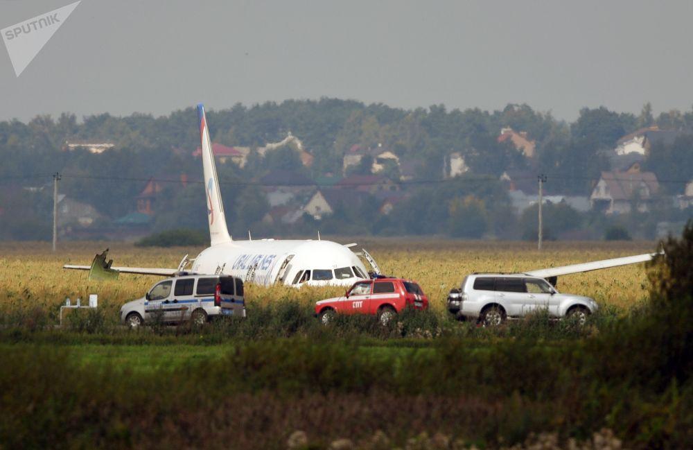 Letadlo A-321 ruské společnosti Ural Airlines s cestujícími na palubě provedlo nouzové přistání v moskevském regionu. K incidentu došlo 15 minut po odletu z letiště Žukovskij.
