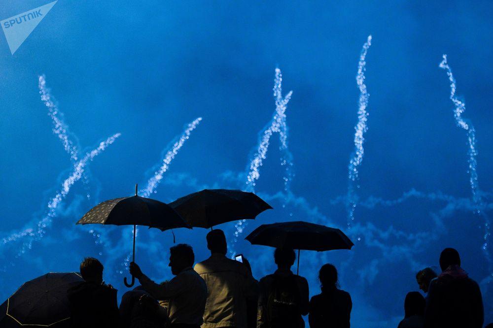 Ohňostroje na mezinárodním festivalu Rostěсh v Moskvě.