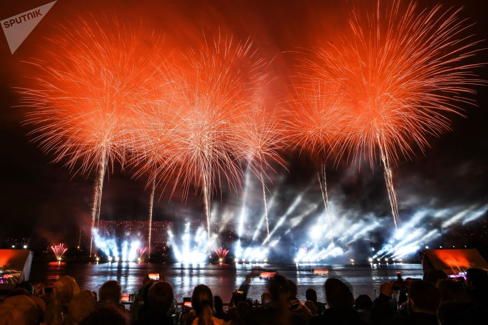 Novinkou festivalu bylo představení s horizontálním ohňostrojem vysílaným ze dvou 30metrových věží.