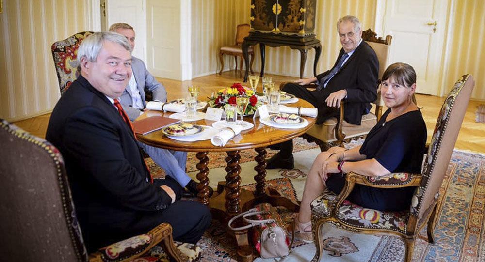 Schůzce předsedy KSČM Vojtěcha Filipa s prezidentem Milošem Zemanem