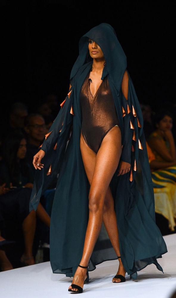 Odvážně oblečené modelky na Srí Lance měly velký úspěch