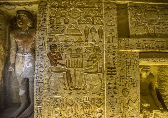 Objevená hrobka staroegyptského kněze pocházející z doby panování 5. dynastie faraona Neferirkareho