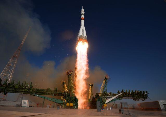 Start nosné rakety Sojuz-2.1a z Bajkonuru