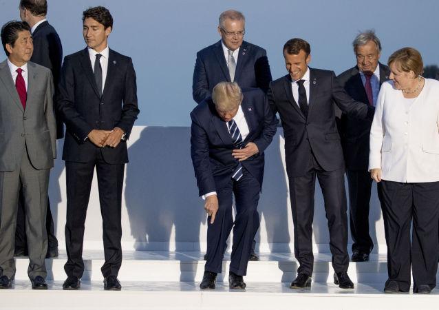 Společné focení lídrů skupiny G7