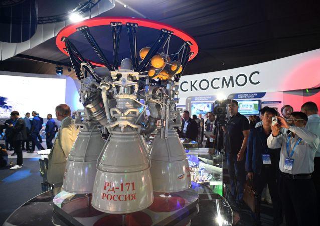 Ruský raketová motor na tekuté palivo RD-171 na mezinárodním leteckém a vesmírném veletrhu MAKS 2019