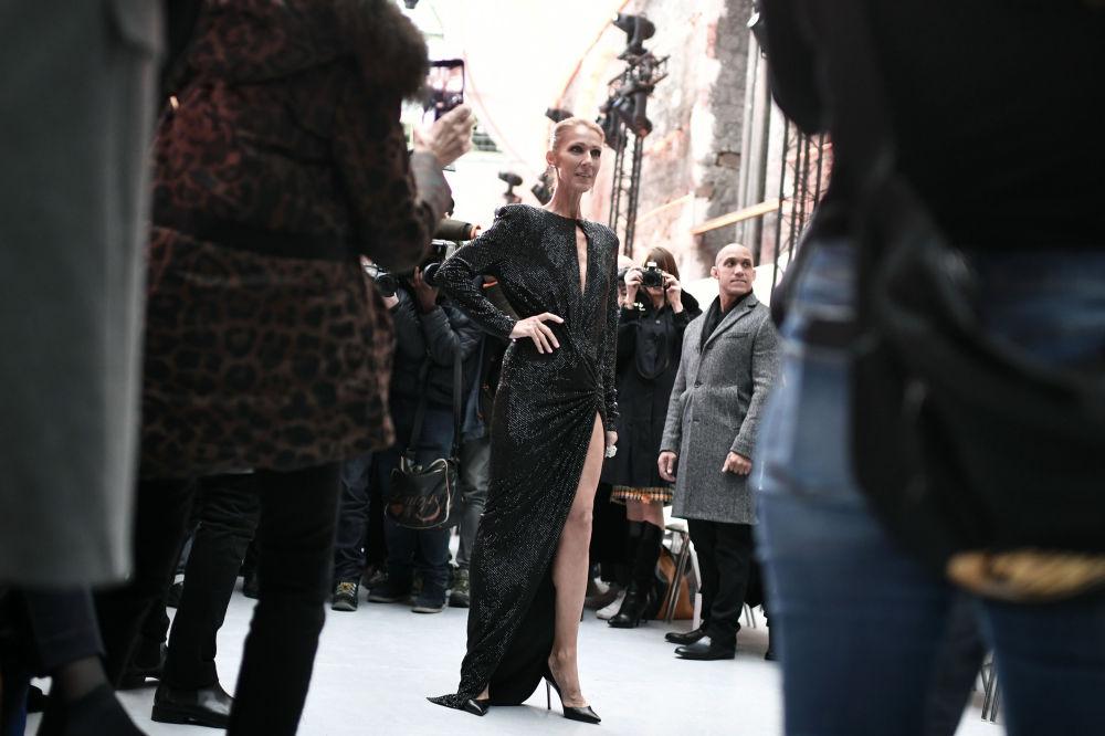 Céline Dion na módní přehlídce jaro-léto Haute Couture v Paříži v roce 2019