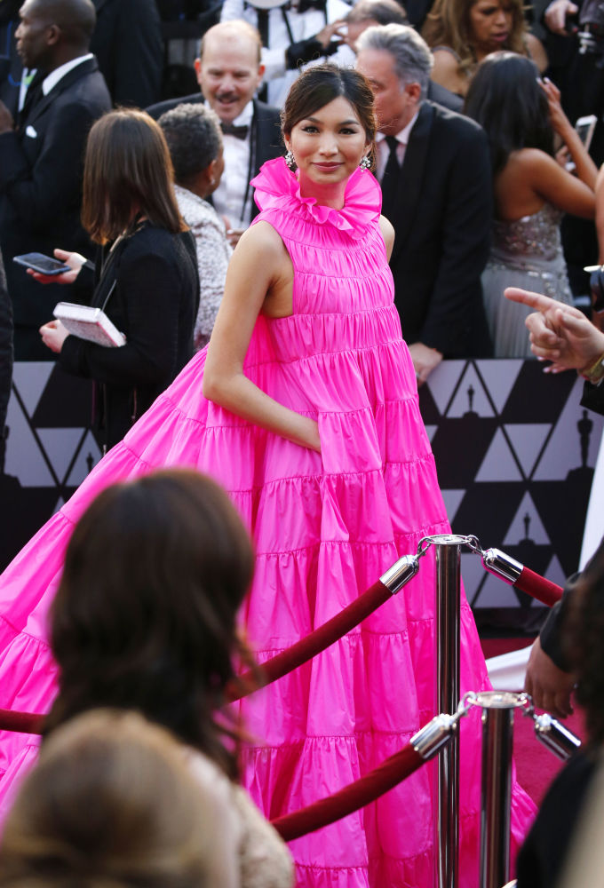 Herečka Gemma Chan během Oscaru v Los Angeles