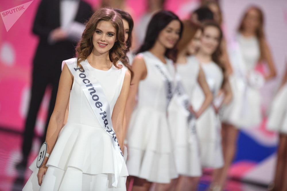 Jelena Razinskovová z Rostova na Donu ve finále soutěže krásy Miss Ruska 2019.