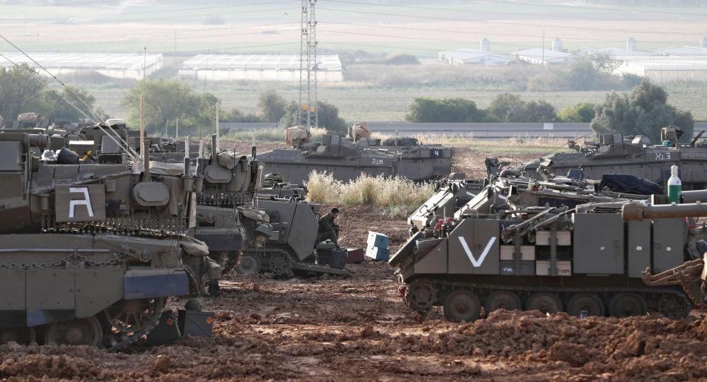 Izraelský voják na hranici s Pásmem Gazy