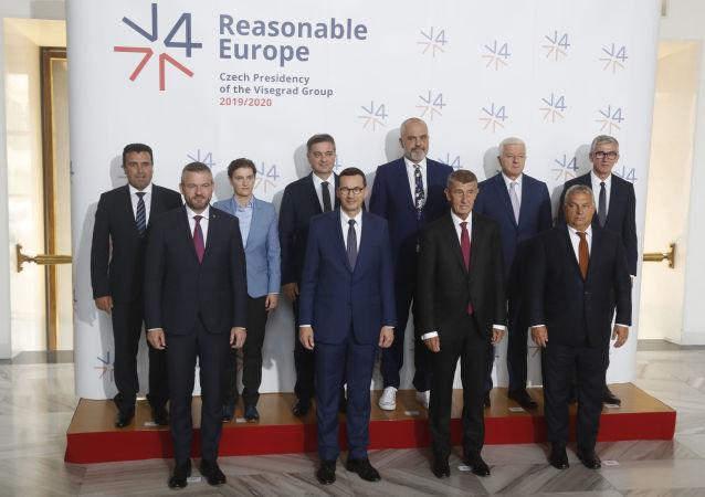 Účastníci summitu V4 v Praze
