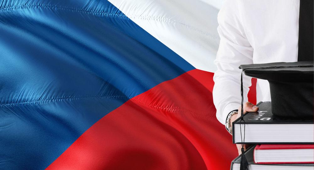 """Takto chtějí """"debilizovat"""" českou společnost. Lídr SPD zaútočil na návrh Pirátů ohledně maturitní revoluce"""