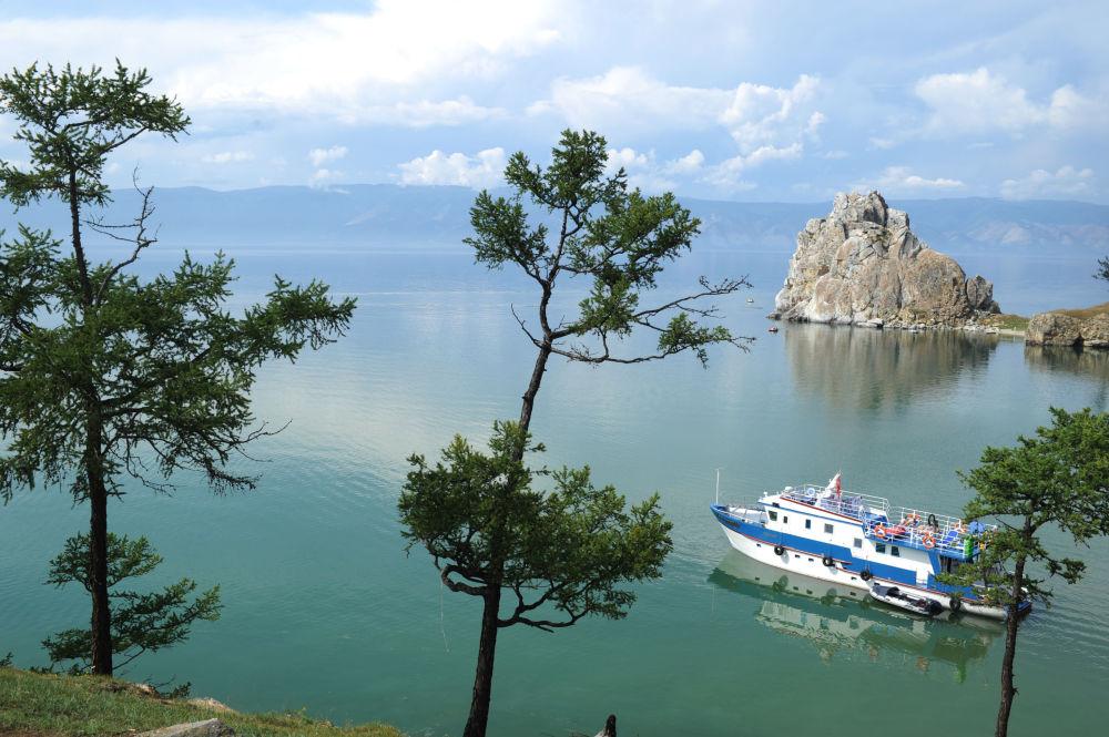 Jezero disponuje mohutným ochranným mechanismem samočištění. Jsou to unikátní drobní korýši