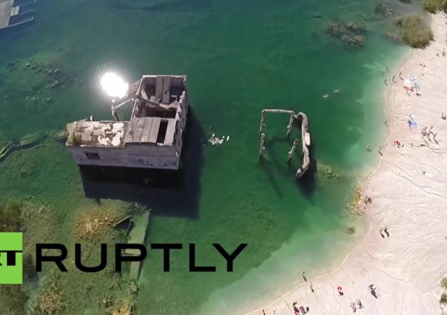 Estonsko: Sovětská podvodní věznice z ptačí perspektivy