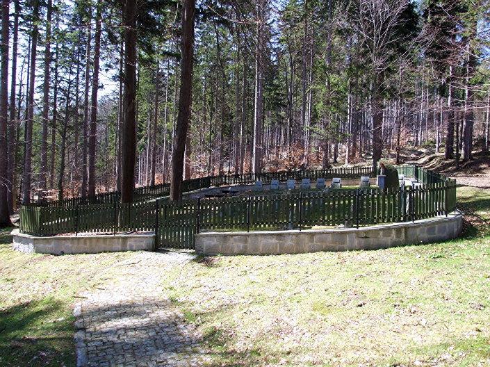 Lesní hřbitov Rudohoří (Adolfovice)