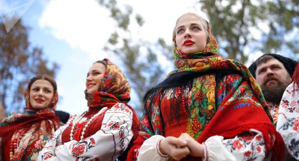 Ruské dívky v národním kroji