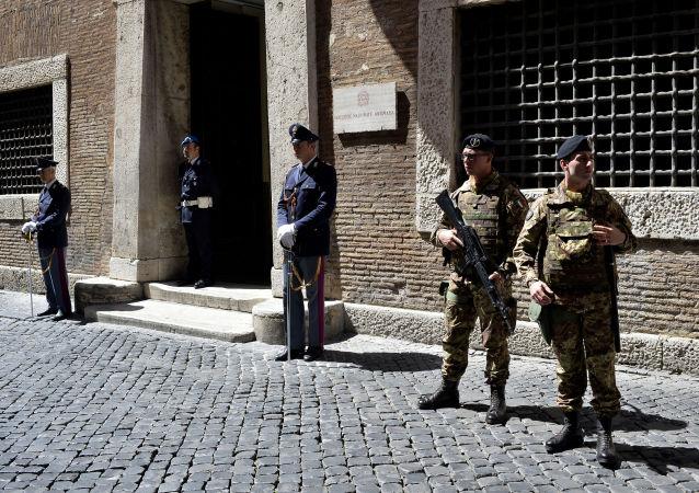 Příslušníci italské policie
