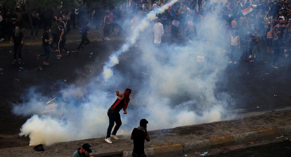 Účastníci protivládních protestů v Bagdádu (2. 10. 2019)