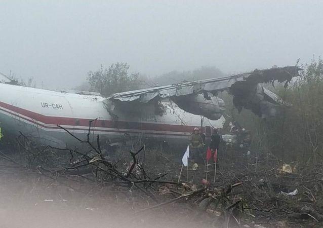 Nouzové přistání letounu An-12 na Ukrajině nedaleko Lvova. 4. října 2019