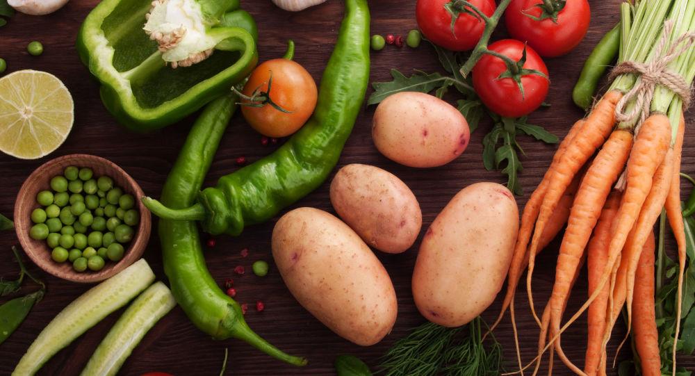 Lékařka prozradila, kdo by neměl jíst syrovou zeleninu