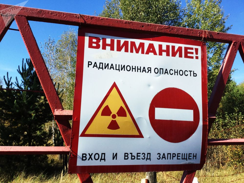 Varovná značka na kontrolním stanovišti u vchodu do 30kilometrové zakázané zóny.