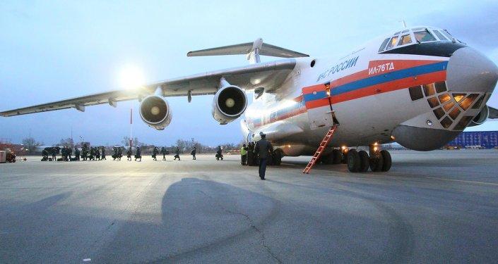Letadlo Il-76td s humanitární pomocí